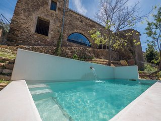 CHARMING STONE HOUSE, POOL, TERRACES YJARDIN IN THE BAY OF ROSES