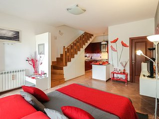 LOVELY AND COMFORTABLE FLAT + PRIVATE PARKING / WI-FI / METRO STOP OSTIA ANTICA