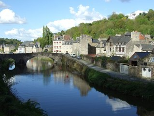 Charming apartment on port of Dinan with garden