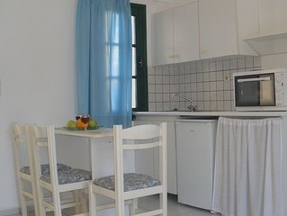 Kokkini Hani, Lovely studio with garden 1-3 persons, 100 meters from the beach.