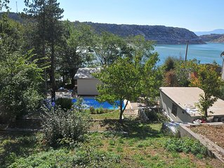 Holiday house with pool and splendid sea view, on