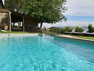 Large country villa on the hills north of  Lucca - 7 bedrooms 7 bathrooms WIFI