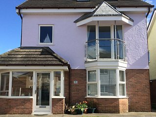 GLASFOR - Lovely holiday house just across the road from the main beach