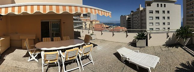 Penthouse in Monaco with large terrace, holiday rental in Beausoleil