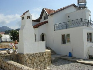 Indepdent 4 bedroom villa with private swimming pool