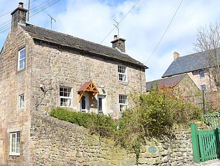 Historic cottage in central Victorian Spa town of Matlock by The Peak District