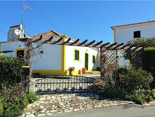 Holiday house w/ garden and small swimming pool 4 km to beach of Ribeira de Ilh