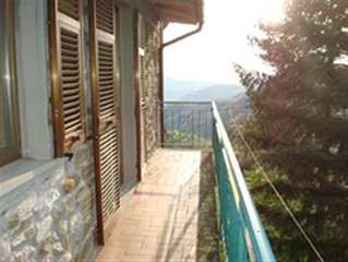 Charming Tuscany cottage - self catering, sleeps 4, balcony with superb views