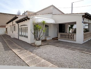 Downtown, close to area attractions rustic villa