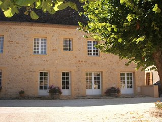 Mews house with pool on the River Dordogne , spacious with all ammenities