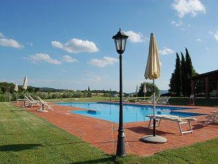 Agriturismo Tra firenze ed Arezzo, Appartamento Colline, Giardino, piscina, lago