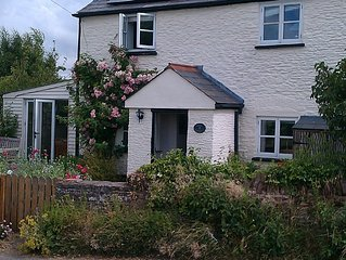 Character country cottage; 360 degree views; spacious, comfortable and warm