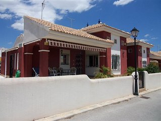 3 Bed Detatched Villa Sleeps 7, Free WiFi