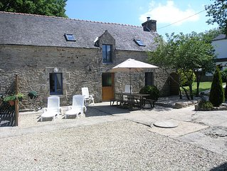 Vine Cottage - sleeps 6 with shared Heated Pool in Beautiful Rural Setting
