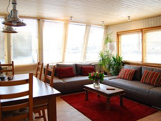 Beautiful Modern Houseboat Right in the Centre of the City