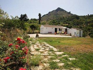 Casa Rural con Jardin Privado. Ideal para 2. WiFi. Aire-Acon. Vistas