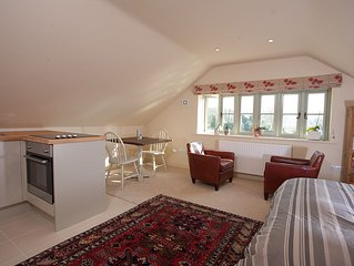 Apartment close to Avebury, Marlborough, Bath, Stonehenge, White Horses & Lacock