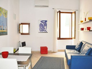 Unique Contemporary Apartment in Main Street Old Town - Close to Beach