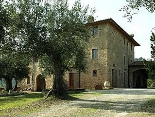 Stone House With Pool And Barbecue, Overlooking Perugia And Assisi Close To Trek