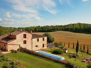 BEAUTIFUL TUSCAN VILLA,POOL, HOT TUB, FREE WI-FI, SIENA