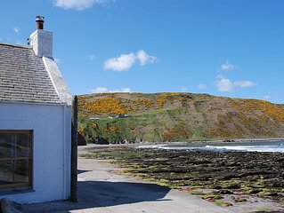 Fisherman's Cottage directly on the Moray Firth.