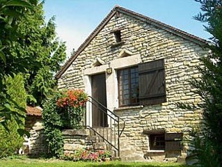 Romantic cottage in Burgundy close to Chablis