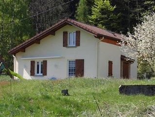Maison de style chalet avec vue sur les montagnes
