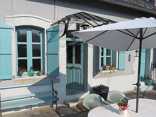 Quirky Cottage with Beautiful View over the River Vezere and Roman Bridge