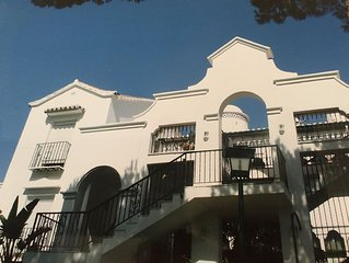 Stunning Penthouse Apartment - located beachside close to amenities