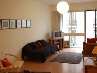 Moderne et confortable appartement, tres bien situe, quartier avec cafes, restau