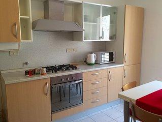Appartamento due stanze in zona centrale super servita con posto auto