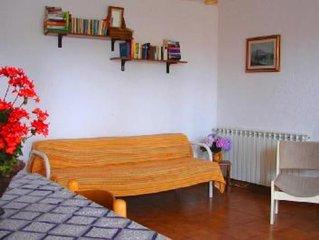 Appartamento con bel terrazzo arredato nel verde in villa Isola d'Ischia