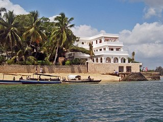 Luxury beachfront holiday house, pool garden all sea views, Forodhani House Lamu