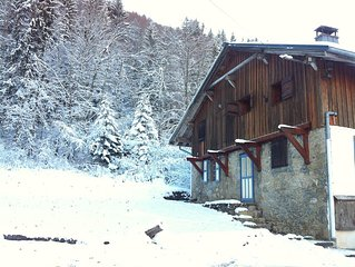 Charming Ski Chalet 10-mins outside of Morzine