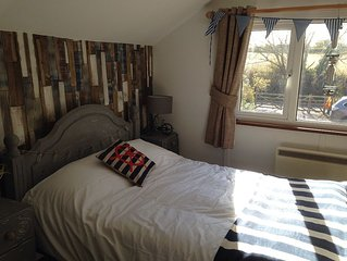 Beautiful Dog Friendly Self Contained Flat with balcony,use of hot tub & parking