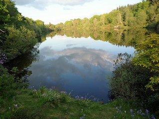 ROMANTIC LAKESIDE COTTAGE SLEEPS 4 near EDINBURGH SET WITHIN PRIVATE ESTATE