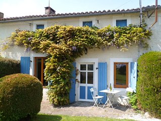 Spacious 2 Bedroom Gite, Moncoutant - 40 mins from Puy Du Fou