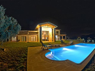 Holiday Villa with large swimming pool in rural Spain and outdoor activites