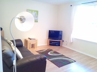 Ground floor apartment in Edinburgh near Royal Mile, free on site parking, Wi-Fi