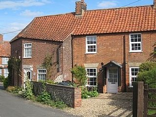 Character 2 Bedroom Cosy Cottage near Burnham Market and Brancaster Beach