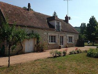 Maison agréable au calme sur grand jardin à 100m de l'Yonne