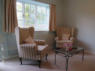 Self catered Lodge in Box near Bath, private entrance, slate bathroom, Wifi