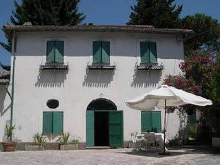 Villa degli Oblo alle porte di Roma, immersa nel verde e con piscina