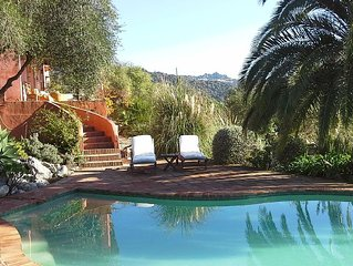 romantic retreat with magnificant views,pool and WIFI