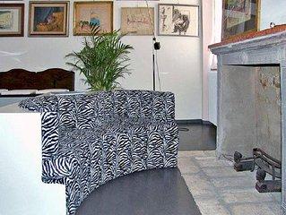 centro, wi-fi ,climatizzato,utenze pulizie biancheria camere e bagno comprese .