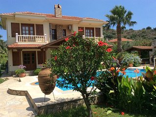 Spacious 3 bed Villa With Private Pool,Jacuzzi, Bar B Q and large private garden