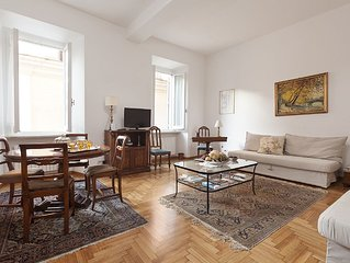 LA DOLCE VITA APT 70 M2 (3rd floor with lift) CLOSE TO TREVI FOUNTAIN