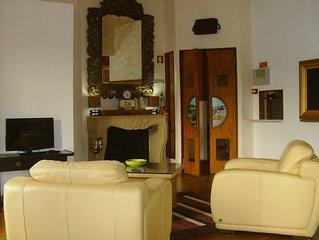 Casa O CAIS Apartamento com dois pisos com esplanada do Sol em o centro Silves!!