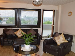 Aberdeen City Centre Apartment & Private Balcony, Welcome Pack, Fast Fibre Wifi.