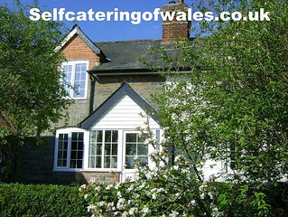 Holly Cottage- Kerry Newtown SY16 4NE 2 bedroom, sleeps 3